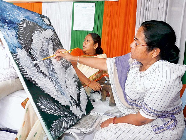 Mamata Banerjee doing painting 03Pubjan2011